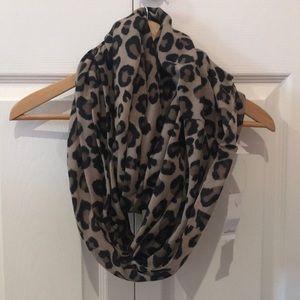 Wilfred Cheetah print circle scarf